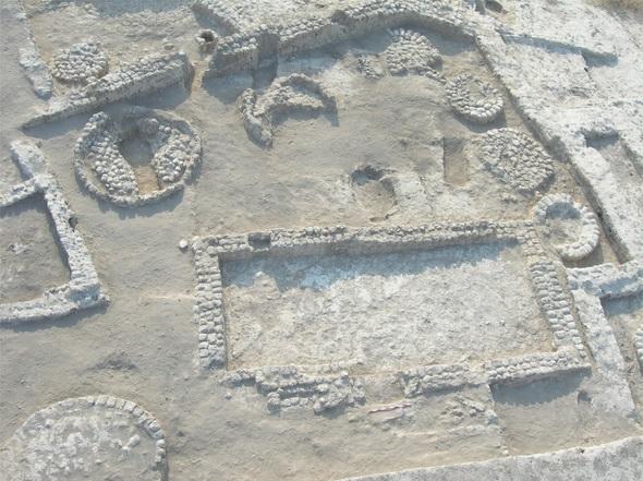 O silo onde foi encontrada a sepultura: localizada no canto superior esquerdo.