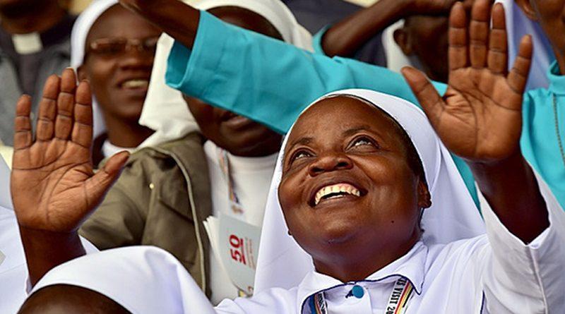 Religiosos são mais felizes e valorizam mais a vida, sugere pesquisa oficial do Reino Unido