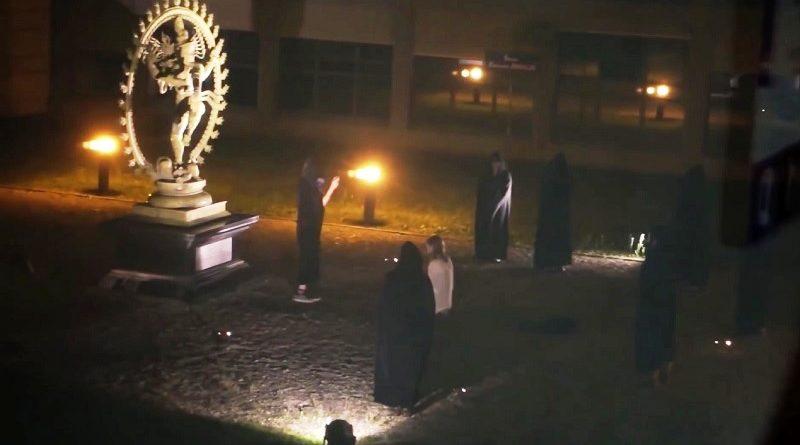 cientistas do cern fazem ritual de sacrificio humano