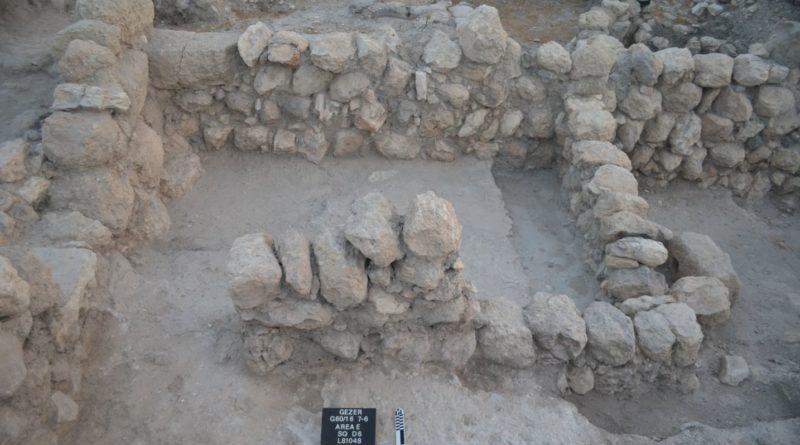 Um edifício datado do século 10 em Gezer, a era do rei Salomão. Crédito da imagem: Tel Gezer projeto de escavação, Steven M. Ortiz